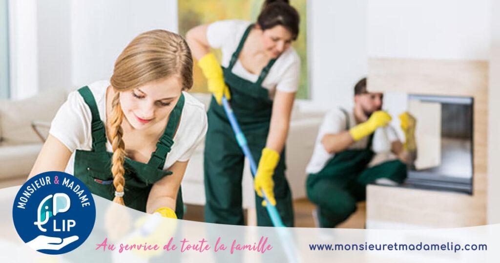 Hommes et femmes ménage